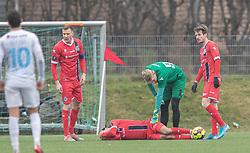 Skadet Frederik Bay (FC Helsingør) omgivet af Andreas Holm, Christoffer Petersen og Nikolaj S. Hansen under træningskampen mellem FC Roskilde og FC Helsingør den 15. februar 2020 i Roskilde Idrætspark (Foto: Claus Birch).