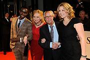 Premiere van de film Sonny Boy op maandag 17 januari in het Circus Theater in Scheveningen.<br /> <br /> Op de foto: v.l.n.r. Sergio Hasselbaink , Waldemar Nods en zijn schoondochter en Ricky Koole