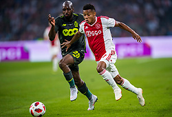 14-08-2018 NED: Champions League AFC Ajax - Standard de Liege, Amsterdam<br /> Third Qualifying Round,  3-0 victory Ajax during the UEFA Champions League match between Ajax v Standard Luik at the Johan Cruijff Arena / Luis Pedro Cavanda #29 of Standard Liege, David Neres #7 of Ajax