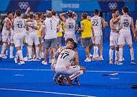 TOKIO - Emoties bij Thomas Briels (Bel) en Florent van Aubel (Bel) .   vreugde na  de hockey finale mannen, Australie-Belgie (1-1), België wint shoot outs en is Olympisch Kampioen,  in het Oi HockeyStadion,   tijdens de Olympische Spelen van Tokio 2020. COPYRIGHT KOEN SUYK