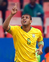 Fotball<br /> Brasil v USA<br /> Foto: Colorsport/Digitalsport<br /> NORWAY ONLY<br /> <br /> Felipe Melo of Brazil and Fiorentina celebrattes his goal. <br /> <br /> FIFA Confederations Cup South Africa 2009 <br /> United States of America v Brazil Group A at Loftus Versfeld  Stadium  Pretoria South Africa<br /> 18/06/2009