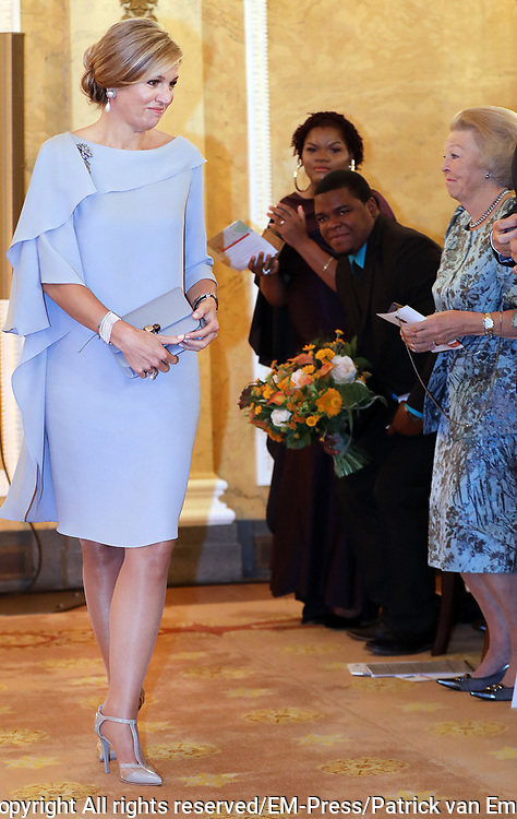Koningin reikt Appeltjes van Oranje uit op Paleis Noordeinde. De prijzen worden dit jaar toegekend aan drie initiatieven van jonge en sociale ondernemers. <br /> <br /> Koningin reikt Appeltjes van Oranje uit op Paleis Noordeinde. De prijzen worden dit jaar toegekend aan drie initiatieven van jonge en sociale ondernemers. <br /> <br /> Op de foto:  Koningin Maxima / Queen Maxima
