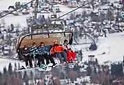 Zakopane, 2011-02-03. Narciarze na wycigu na Szymoszkową Polanę