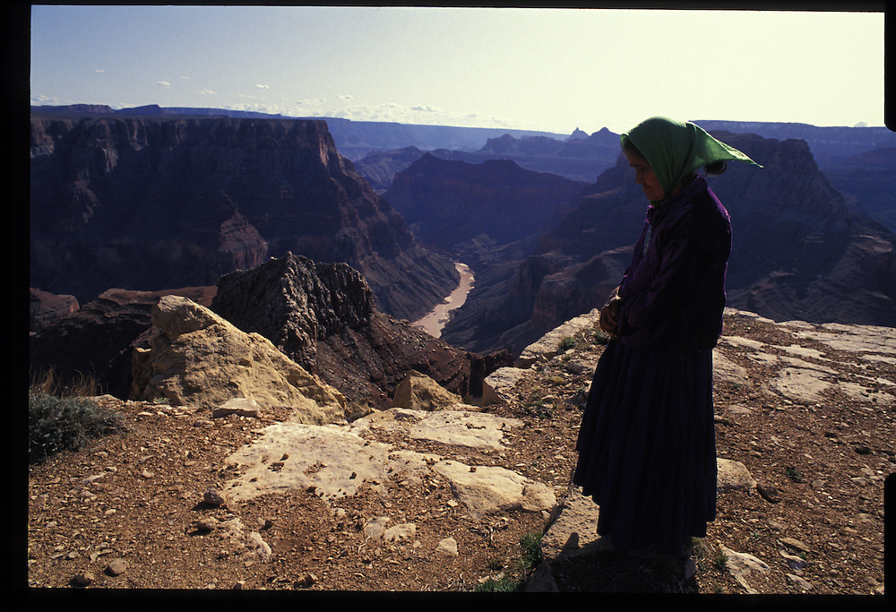 In the vastness of the Navajo Reservation, Dorothy Reid parys to her tribe's ancient deities.  Her faith endures, but ageless Dineh traditions are inexorably yielding to the outside world's modern ways and beliefs. Bodaway, Arizona.