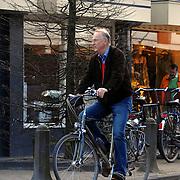 NLD/Laren/20070407 - Henk van Dorp op zijn fiets door Laren
