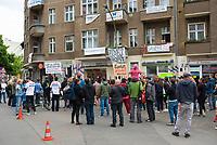 DEU, Deutschland, Germany, Berlin, 25.05.2019: Protestfest vor dem Wohnhaus Krossener Strasse 36 in Friedrichshain. Das Haus wurde an die Aramid GmbH verkauft. Bis zum 10.6.2019 läuft die Frist für die Ausübung des bezirklichen Vorkaufsrechts.