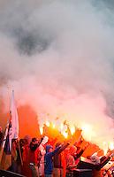 BLOEMENDAAL -  Supporters van Bloemendaal tijdens de halve finale van de Euro Hockey League tussen de mannen van Bloemendaal en Amsterdam (2-2). links Bloemendaal keeper Jaap Stockmann.  Bloemendaal wint na shoot -outs.  ANP KOEN SUYK