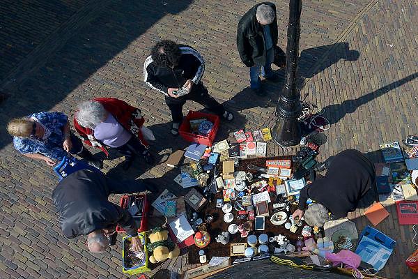Nederland, Nijmegen, 22-4-2013Vlooeienmarkt, lusemert, elke maandag bij de stevenskerk.FOTO: FLIP FRANSSEN/ HOLLANDSE HOOGTE