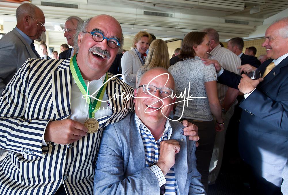 SCHEVENINGEN  (Den Haag) - Frank van der Peet van de Gemeente Den Haag is benoemd tot Lid van Verdienste van de KNHB. Johan Wakkie (l) door de FIH. COPYRIGHT KOEN SUYK