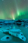 Northern lights in Fjallsarlon, Vatnajokull National Park, Iceland
