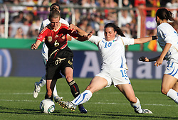 03.06.2011, Osnatel Arena, Osnabrueck, GER, WM 2012 FSP,  Deutschland (GER) vs Italien (ITA), im Bild Simone Laudehr (GER) vs Alia Guagni (ITA) during the WM 2011 Friendly Game, Germany vs Italy, at Osnatel Arena, Osnabrück, 2011-06-03, .EXPA Pictures © 2011, PhotoCredit: EXPA/ nph/  Hessland       ****** out of GER / SWE / CRO  / BEL ******