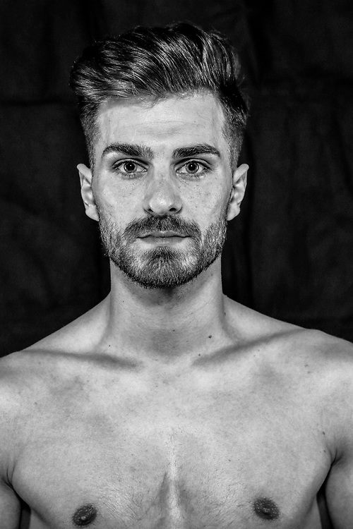 BOXEN / MMA: Studio, Portrait of a Boxer, Bremen, 12.05.2018<br /> Hakan Bozkurt<br /> © Torsten Helmke