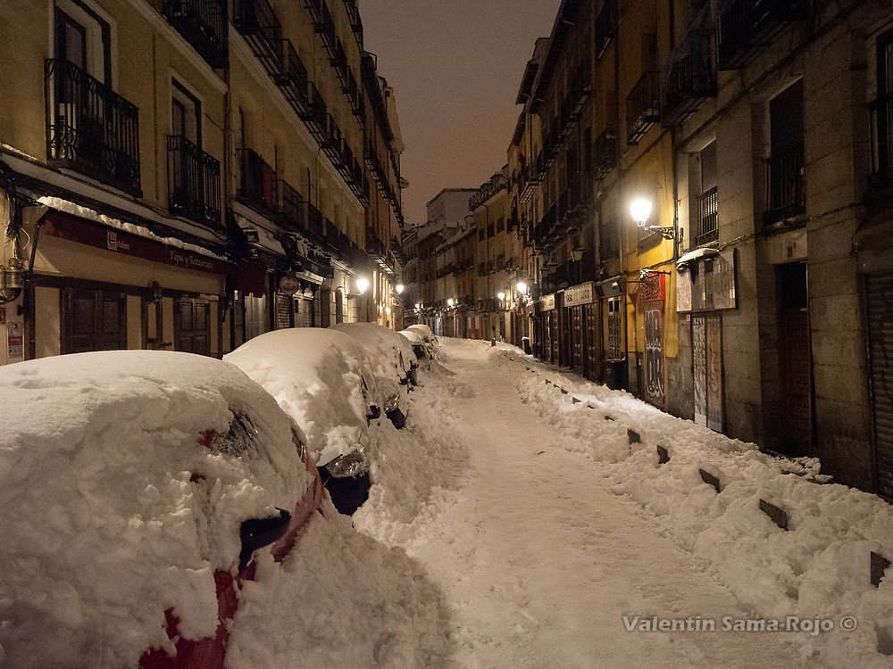 Madrid, Spain. 9th January, 2021. View of Cava Baja street at night where all restaurants were closed due the snowfall of storm Filomena. Storm Filomena hits Madrid (Spain), a weather alert was issued for cold temperatures and heavy snow storms across Spain; according to the weather agency Aemet is expected to be one of the snowiest days in recent years. © Valentin Sama-Rojo.