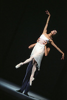 "San Francisco Ballet's Yuan Yuan Tan and Damian Smith in Yuri Possokhov's ""Study in Motion"""