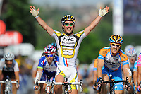 CYCLING - TOUR DE FRANCE 2010 - GUEUGNON (FRA) - 09/07/2010 - PHOTO : VINCENT CURUTCHET / DPPI - <br /> STAGE 6 - MONTARGIS > GUEUGNON - MARK CAVENDISH (GBR) / TEAM HTC-COLUMBIA / WINNER