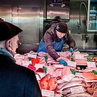 Nederland, Amsterdam, 18 maart 2016.<br /> Vis op de Albert Cuyp markt in Amsterdam. <br /> Foto bij verhaal Visafslag Den Helder.<br /> <br /> The Netherlands, Amsterdam, 18 march 2016<br /> Fish on the Albert Cuyp market in Amsterdam. <br /> Picture to accompany feature Visafslag Den Helder (Fish processing for auction in Den Helder)<br /> <br /> Foto: Jean-Pierre Jans