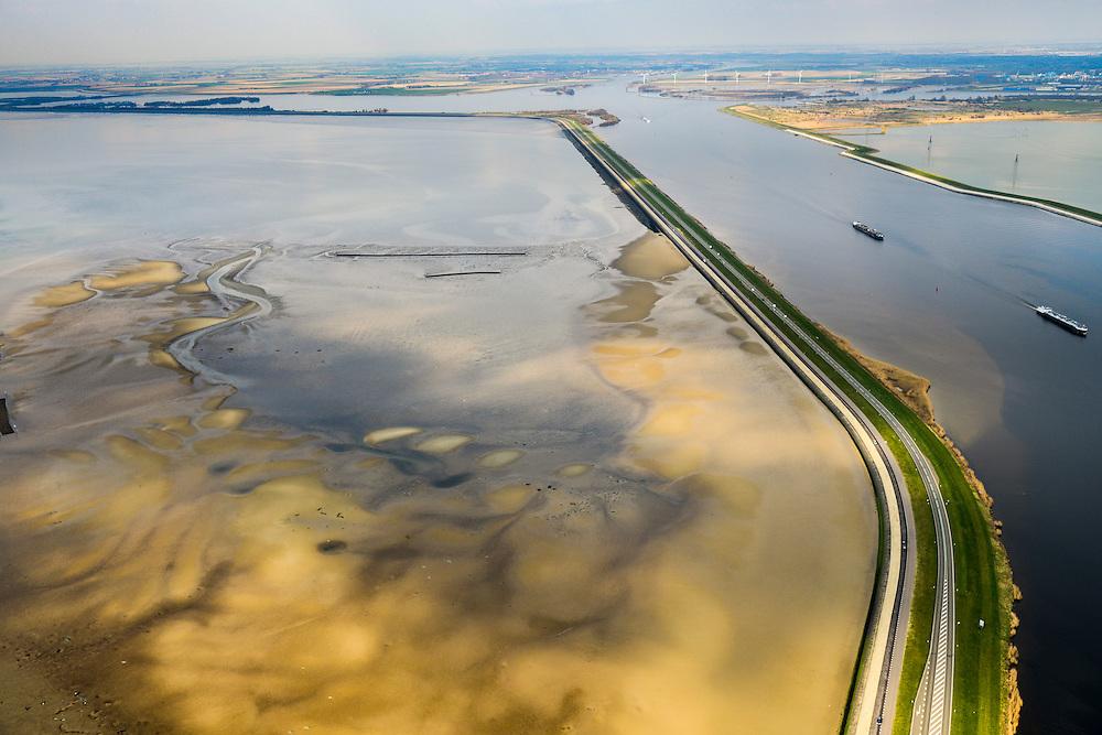 Nederland, Zeeland, Oosterschelde, 01-04-2016; Oesterdam met rechts Schelde-Rijnverbinding en Markiezaatskade. Verdronken Land van Zuid-Beveland in de voorgrond. De dam is een compartimenteringsdam en scheidt het zoute water van de Oosterschelde (links) van het zoete water van het  Zoommeer<br /> <br /> Oesterdam, division between salt and sweet water, part of the Delta Works.<br /> <br /> luchtfoto (toeslag op standard tarieven);<br /> aerial photo (additional fee required);<br /> copyright foto/photo Siebe Swart