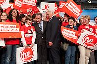 14 JUN 2009, BERLIN/GERMANY:<br /> Franz Muentefering (L), SPD Parteivorsitzender, und Frank-Walter Steinmeier (R), SPD,, Bundesaussenminsiter und Kanzlerkandidat, mit Mitgliedern der Jungen Teams zum Abschluss des Parteitages, außerordentlicher SPD Bundesparteitag, Estrell Convention Center<br /> IMAGE: urban20090614-01-316<br /> KEYWORDS: Party Congress, Parteitag, Schild, Schilder, WIR FÜR FRANK, fw steinmeier, Sozial und demokratisch
