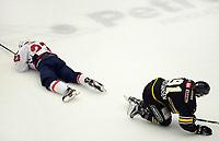 Ishockey Get-ligaen, Oilers - Lørenskog, 8.mars 2016  Mats Trygg, Lørenskog og Tommy Kristiansen, Oilers, nede for telling.  Foto: Tore Fjermestad