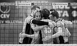 31-05-2015 NED: CEV EK Kwalificatie Nederland - Spanje, Doetinchem<br /> Nederland wint met 3-1 van Spanje en plaatst zich voor het EK in Bulgarije en Italie / Kay van Dijk #12, Nimir Abdelaziz #1, Thomas Koelewijn #15, Dick Kooy #11