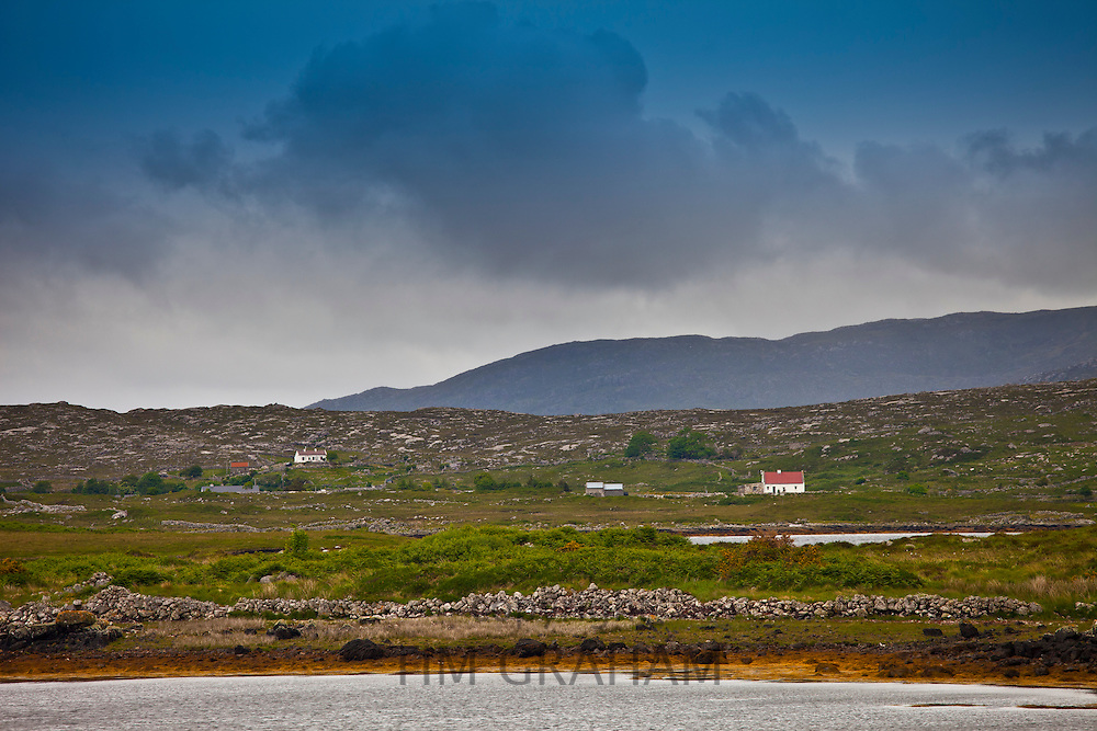Cottages in the shadow of the Twelve Bens, 12 Pins,  mountain range, Connemara, County Galway, Ireland