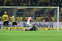 Fotball<br /> Tyskland<br /> 04.02.2015<br /> Foto: imago/Digitalsport<br /> NORWAY ONLY<br /> <br /> Borussia Dortmund - FC Augsburg am 04.02.2015 im Signal Iduna Park in Dortmund Torschuss zum 0:1 durch Raul Bobadilla ( Augsburg )
