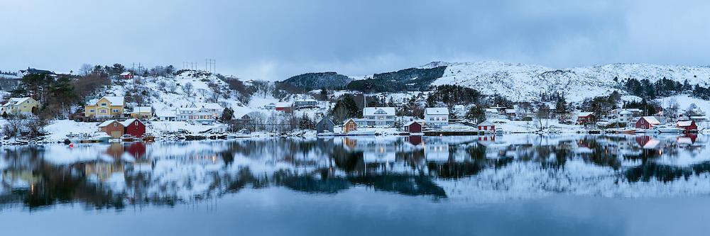 Idyll at Reitane, nearby Flusund, Herøy, Norway   Idyll på Reitave ved Flusund, Herøy, Norge