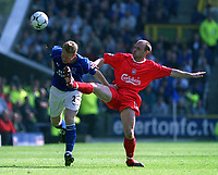 Danny Murphy (Liverpool) challenges for the ball with Steve Watson (Everton) Everton v Liverpool, FA Premiership, 19/04/2003. Credit: Colorsport / Matthew Impey