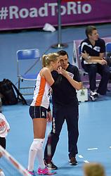 04-01-2016 TUR: European Olympic Qualification Tournament Nederland - Duitsland, Ankara <br /> De Nederlandse volleybalvrouwen hebben de eerste wedstrijd van het olympisch kwalificatietoernooi in Ankara niet kunnen winnen. Duitsland was met 3-2 te sterk (28-26, 22-25, 22-25, 25-20, 11-15) / Laura Dijkema #14, Coach Giovanni Guidetti