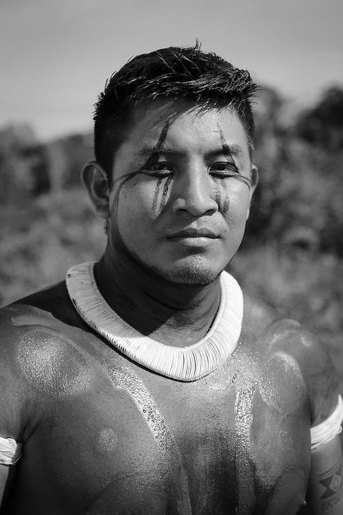Pigma. Aldeia Ipatse, etnia Kuikuro, Alto Xingu.