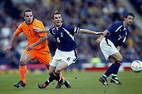 Fotball<br /> Play Off EM 2004<br /> Skottland v Nederland<br /> 15.11.2003<br /> Foto: Digitalsport<br /> Norway Only<br /> <br /> glasgow , 15-11-2003 , hampden park , schotland - nederland 1-0 , play-off voor het ek2004 . andy van der meyde en barry ferguson