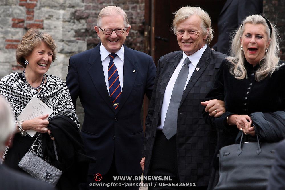 NLD/Wassenaar/20080403 - Herdenkingsdienst Erik Hazelhoff Roelfzema, Rutger Hauer en partner Lieke ten Cate in gesprek met prinses Margriet en Mr. Pieter van Vollenhoven