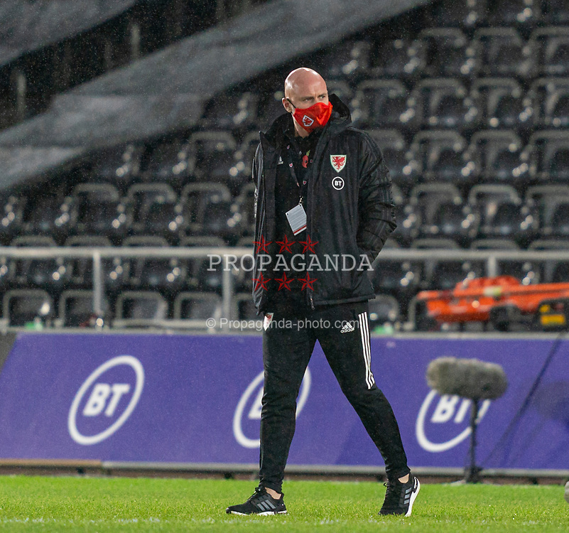 SWANSEA, WALES - Thursday, November 12, 2020: Wales' assistant coach Robert Page, who stands in for manager Ryan Giggs after he was arrested on suspicion of assault, on the pitch before an International Friendly match between Wales and the USA at the Liberty Stadium. (Pic by David Rawcliffe/Propaganda)