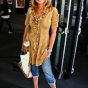 NLD/Amsterdam/20100716 - Inloop modeshow Monique de Collignon bij de AIF, Milika Peterzon