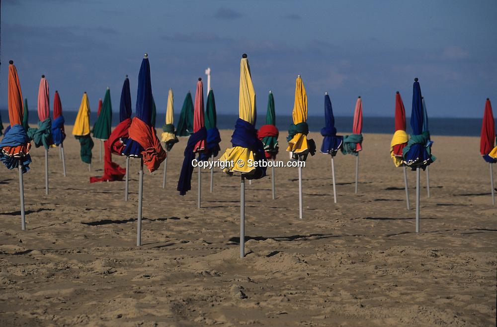 Deauville   Normandie  France   /   Deauville le port,  les planches, les parasols  Normandie  France