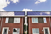 Nederland, Deest, 2-7-2019 Recent gebouwde woningen, starterswoningen, waarvan het gehele dak bestaat uit zonnepanelen .Foto: Flip Franssen