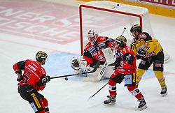 15.01.2017, Albert Schultz Halle, Wien, AUT, EBEL, UPC Vienna Capitals vs HC Orli Znojmo, 44. Runde, im Bild Andrea Lakos (HC Orli Znojmo), Marek Schwarz (HC Orli Znojmo), Patryk Wronka (HC Orli Znojmo) und Taylor Vause (UPC Vienna Capitals) // during the Erste Bank Icehockey League 44nd Round match between UPC Vienna Capitals and HC Orli Znojmo at the Albert Schultz Ice Arena, Vienna, Austria on 2017/01/15. EXPA Pictures © 2017, PhotoCredit: EXPA/ Thomas Haumer