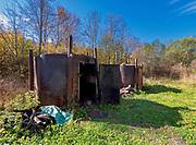 Wypalanie węgla drzewnego w Bieszczadach w okolicach Łopieńki. Retorty - Retorta - duży stalowy piec służący do wypalania węgla drzewnego w warunkach leśnych.