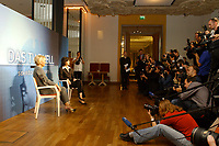 07 AUG 2002, BERLIN/GERMANY:<br /> Sabine Christiansen (blond), ARD TV Moderatorin, und Maybritt Illner (bruenett), ZDF TV Moderatorin, waehrend einem Fototermin zu einer Pressekonferenz von ARD und ZDF zu den bevorstehenden TV Duellen zwischen Kanzler und Unions-Kanzlerkandidat, Museum fuer Kommunikation<br /> IMAGE: 20020807-01-008<br /> KEYWORDS: Fernsehduell, Duell, Wahlkampf, Polit-Talk, Fotograf, Fotografen, Fotojournalisten,