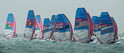 31.07.2012, Bucht von Weymouth, GBR, Olympia 2012, Windsurfen, im Bild RSX man Fleet after the start . EXPA Pictures © 2012, PhotoCredit: EXPA/ Juerg Kaufmann ***** ATTENTION for AUT, CRO, GER, FIN, NOR, NED, POL, SLO and SWE ONLY!