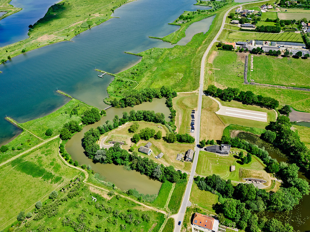 Nederland, Gelderland, Gemeente Culemborg, 27-05-2020; Werk aan het Spoel gelegen aan rivier de Lek, nabij Fort Everdingen. Onderdeel van de Nieuwe Hollandse Waterlinie. <br /> Werk aan het Spoel near river Lek, part of the New Dutch Waterline.<br /> <br /> luchtfoto (toeslag op standard tarieven);<br /> aerial photo (additional fee required)<br /> copyright © 2020 foto/photo Siebe Swart