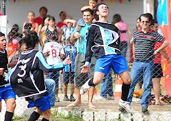 Lance da partida entre as equipes Praça Candido Menezes x Barcelona válida pela copa Coca-Cola, no Estadio Candido de Menezes, neste sabado 17/09/2011, em Porto Alegre. FOTO: Marcelo Campos/Preview.com