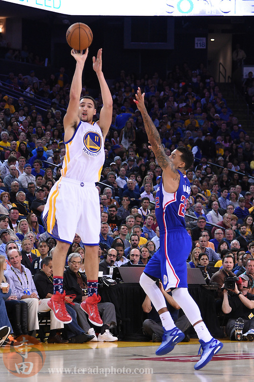 November 5, 2014; Oakland, CA, USA; Golden State Warriors guard Klay Thompson (11) shoots the basketball against Los Angeles Clippers forward Matt Barnes (22) during the third quarter at Oracle Arena. The Warriors defeated the Clippers 121-104.