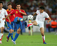 v.l. Xavi, Zied Jaziri Tunesien<br /> Fussball WM 2006 Spanien - Tunesien<br /> Spania - Tunisia <br />  Norway only