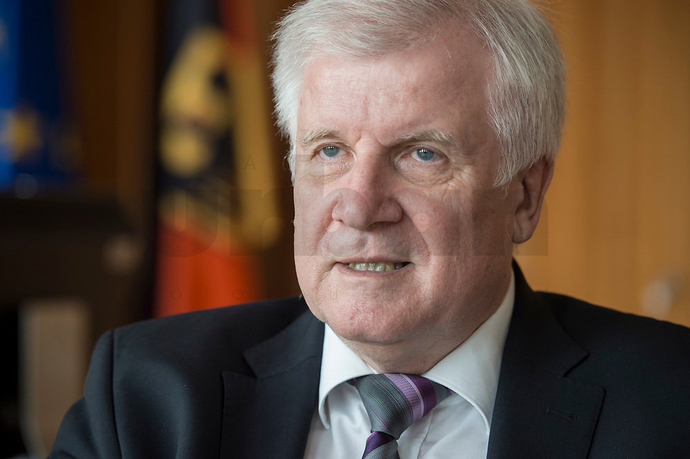 20 JUN 2018, BERLIN/GERMANY:<br /> Horst Seehofer, CSU, Bundesinnenminister, waehrend einem Interview, in seinem Buero, Bundesministerium des Inneren<br /> IMAGE: 20180620-02-004<br /> KEYWORDS: Büro