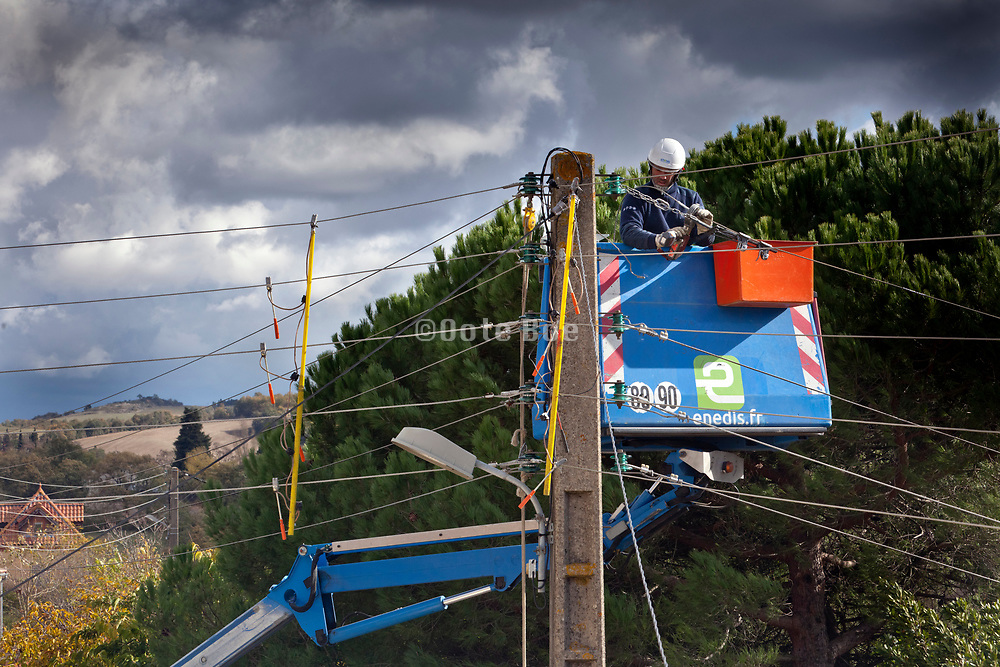 maintenance and repair of  above the ground residential electrical wire distribution network France