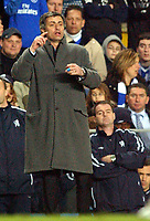 Fotball<br /> Premier League 2004/05<br /> Chelsea v West Bromwich<br /> 15. mars 2005<br /> Foto: Digitalsport<br /> NORWAY ONLY<br /> Chelsea's manager Jose Mourinho issues instructions from the bench watched by assistant Steve Clarke.