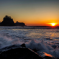 The sun sets over the sea stacks at Rialto Beach in Olympic national Park.
