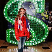 GBR/London/20120510 - Persreis musical Shrek London, Vajen van den Bosch voor het Schrek logo in het theater