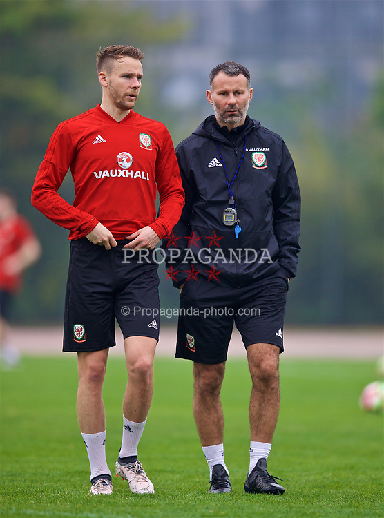 NANNING, CHINA - Saturday, March 24, 2018: Wales' Chris Gunter and new manager Ryan Giggs during a training session at the Guangxi Sports Centre ahead of the 2018 Gree China Cup International Football Championship final match against Uruguay. (Pic by David Rawcliffe/Propaganda)